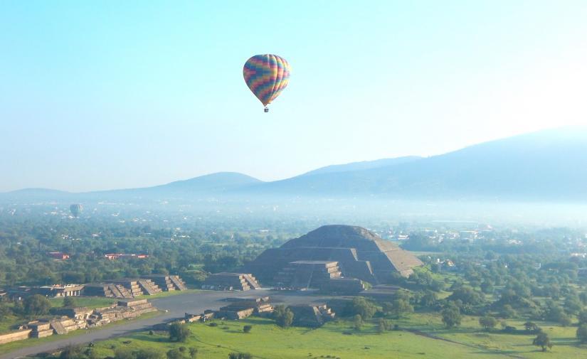 Piramides de Teotihuacan y Exconvento de Acolman